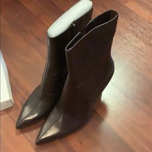 NWT women's heeled boots